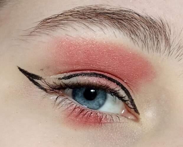 красивые стрелки на глаза пример макияжа