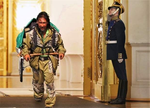 Собравшийся «изгнать Путина» шаман возобновил поход в Москву