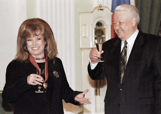 Вручение ордена на 50-летии, 1999 г.