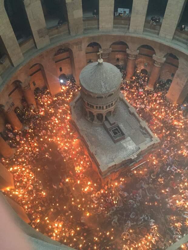 Благодатный Огонь сошел в Иерусалиме