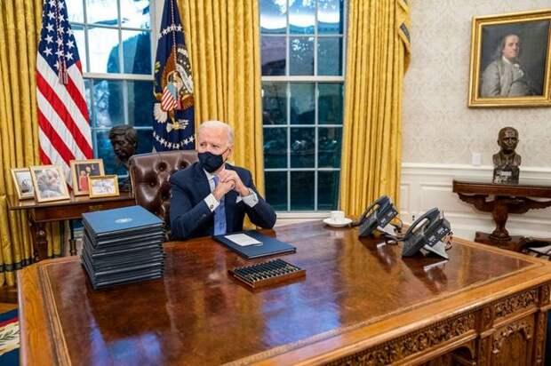 """""""Будет ещё хуже"""": Байден отложил все государственные дела ради импичмента Трампа"""