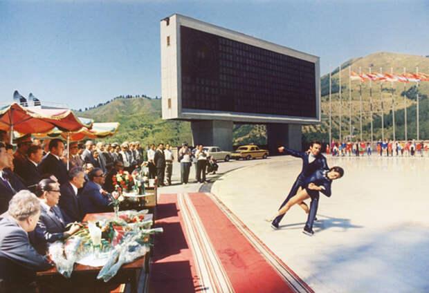 Казахстан. На катке Медео. Автор Мусаэльян Владимир, 1973.jpg