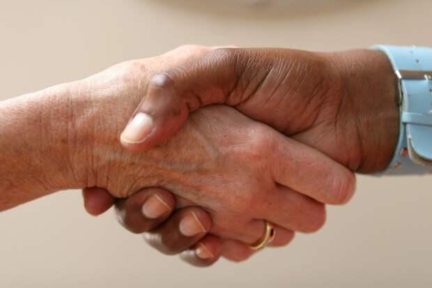 Жесты руками, которые считаются неприличными в обществе, но вы могли об этом не знать